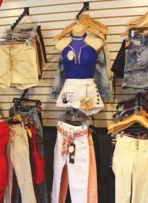 14efd7a151 Maria Flores es una inmigrante emprendedora que recientemente abrió una  tienda de ropa para damas en Chelsea